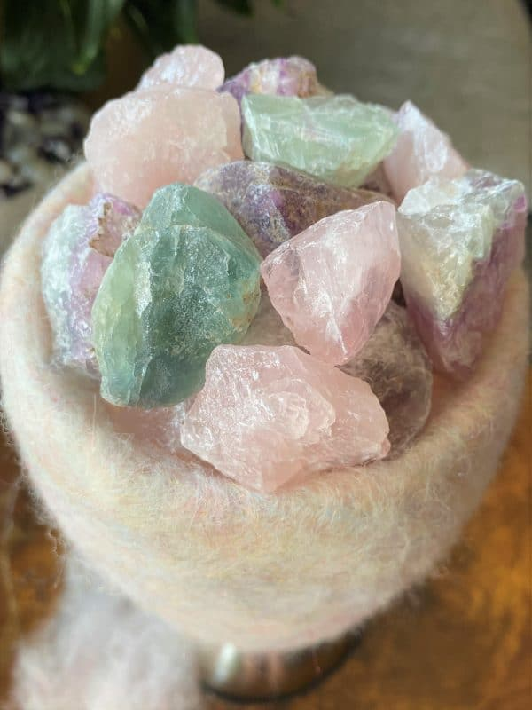 Edelstein Filzlampe 073 - rosa + glanzfein weiß mit Rosenquarz, Regenbogen Fluorit und Salzkristall 6 SanjaNatur