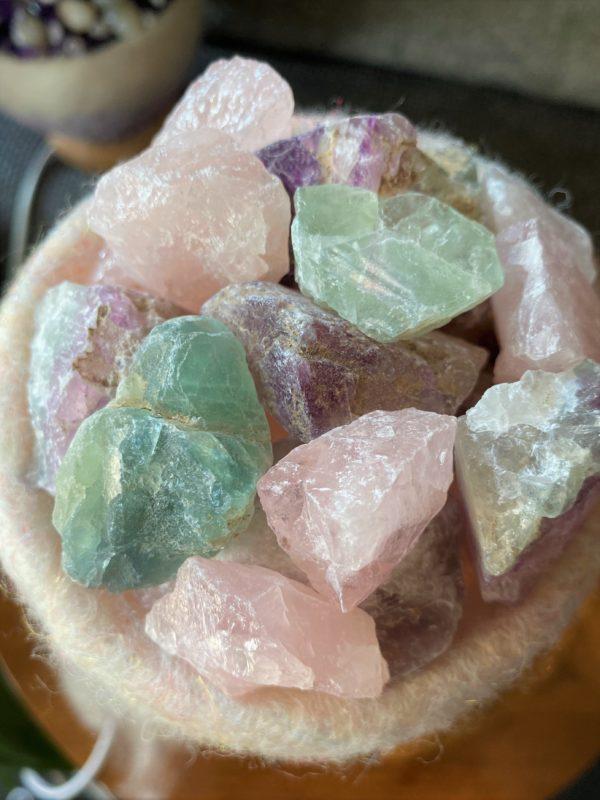 Edelstein Filzlampe 073 - rosa + glanzfein weiß mit Rosenquarz, Regenbogen Fluorit und Salzkristall 4 SanjaNatur