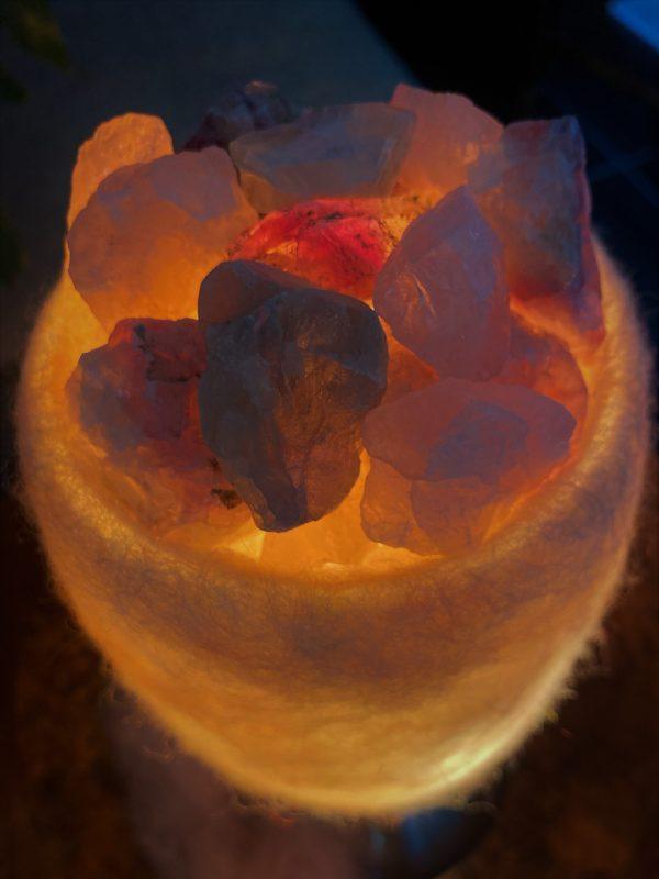 Edelstein Filzlampe 073 - rosa + glanzfein weiß mit Rosenquarz, Regenbogen Fluorit und Salzkristall 9 SanjaNatur