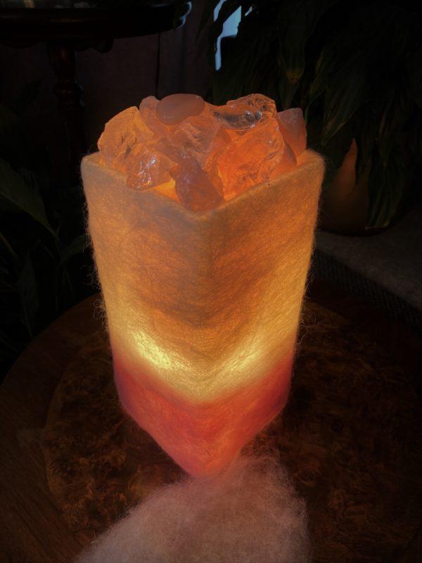 Edelstein Filzlampe 075 - Rosenquarz mit Bergkristall und Salzkristall - Vertrauen und Liebe 1 SanjaNatur