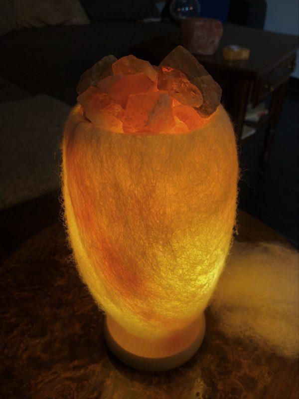 Edelstein Filzlampe 067 - weiß mit Regenbogenfluorit, Citrin und Salzkristall - Konzentration und innere Ruhe 6 SanjaNatur