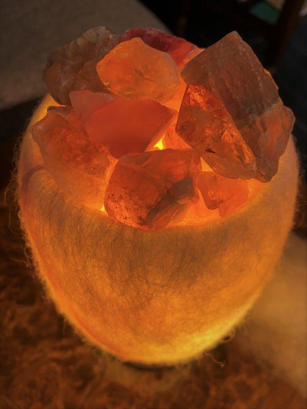 Edelstein Filzlampe 067 - weiß mit Regenbogenfluorit, Citrin und Salzkristall - Konzentration und innere Ruhe 8 SanjaNatur