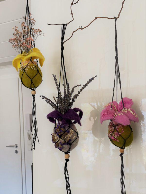 Filzvase Ostern hängend Ø8 cm 003 - rosa grün mit Rosenquarz und echten Blüten 6 SanjaNatur