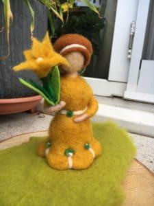 Frühlings-Mädchen gelb 8 SanjaNatur