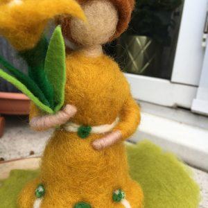 Frühlingsset - Filzlampe mit echtem Carneol Steinen und echten Blüten mit gelben Frühlingsmädchen 6 SanjaNatur