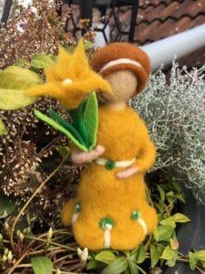 Frühlings-Mädchen gelb 7 SanjaNatur