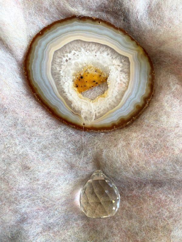 Achatscheibe Seelenfrieden 003 mit Prisma Regenbogenkristall 1 SanjaNatur