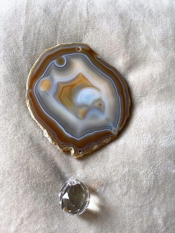 Achatscheibe Seelenfrieden 005 mit Prisma Regenbogenkristall 2 SanjaNatur