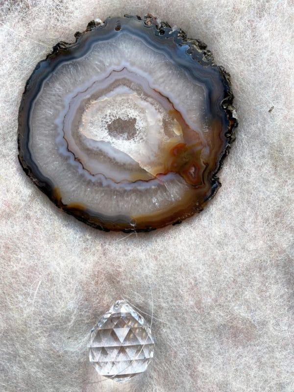 Achatscheibe Seelenfrieden 012 mit Prisma Regenbogenkristall 3 SanjaNatur