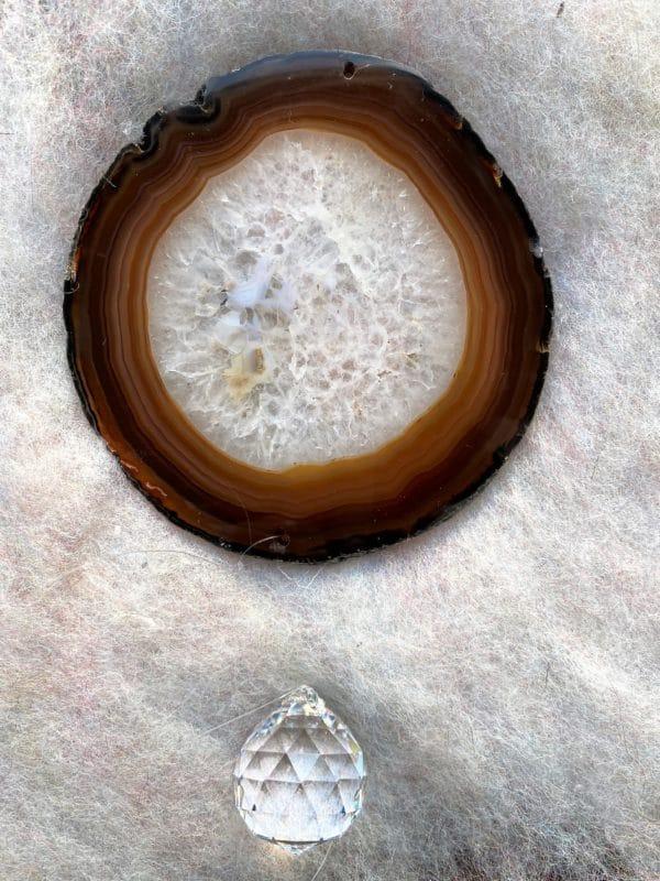Achatscheibe Seelenfrieden 016 mit Prisma Regenbogenkristall 3 SanjaNatur