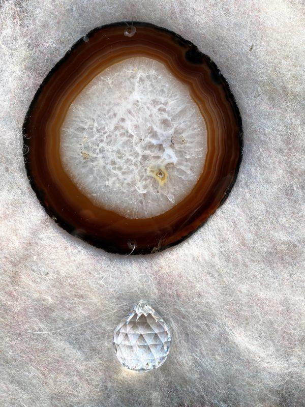 Achatscheibe Seelenfrieden 016 mit Prisma Regenbogenkristall 4 SanjaNatur