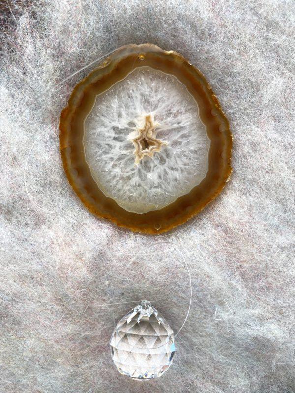 Achatscheibe Seelenfrieden 019 mit Prisma Regenbogenkristall 3 SanjaNatur