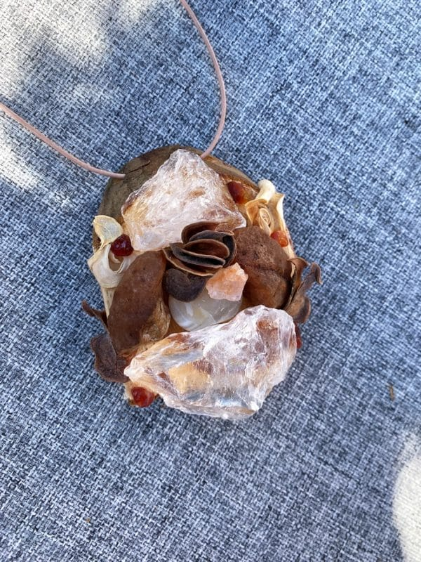 Tisch -Wand- Amulett Schwangerschaft 01 mit Carneol, weißem Achat und Bergkristall 4 SanjaNatur
