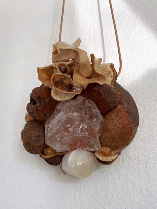 Tisch -Wand- Amulett Schwangerschaft  02 mit Carneol, weißem Achat und Bergkristall 4 SanjaNatur