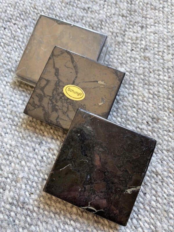 Schungit Platte 05 x 05 cm Strahlenschutz 3 SanjaNatur