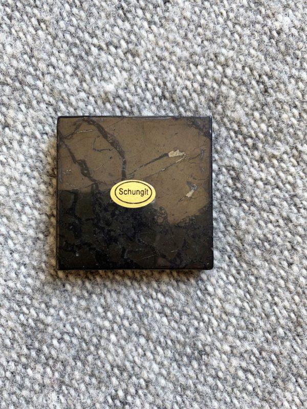 Schungit Platte 05 x 05 cm Strahlenschutz 1 SanjaNatur