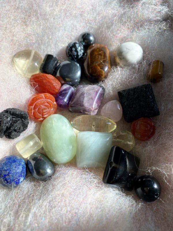 Kreativ-Paket Kettenknüpfen (25 gemischte Steinteile) 4 SanjaNatur