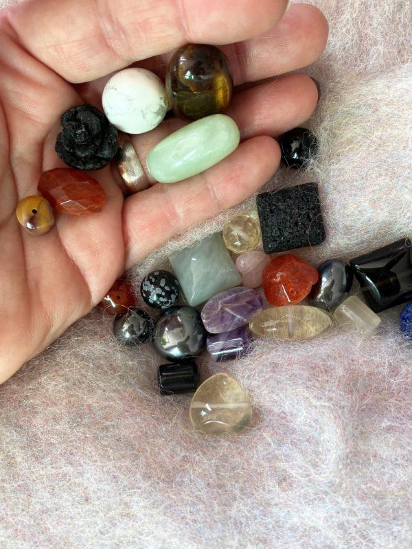 Kreativ-Paket Kettenknüpfen (25 gemischte Steinteile) 3 SanjaNatur