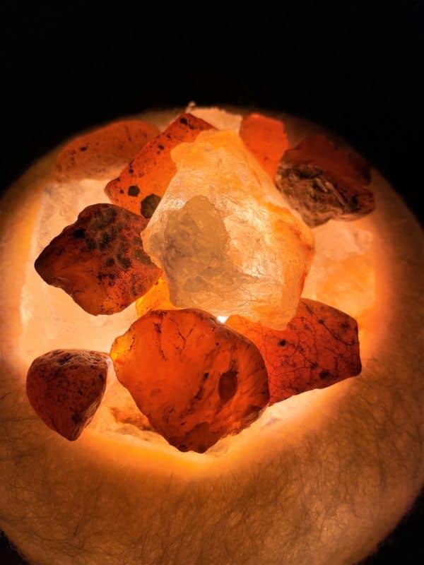 Edelstein Filzlampe 054 - creme und glanzfein weiß mit Carneol, Salzkristall und Citrin 4 SanjaNatur