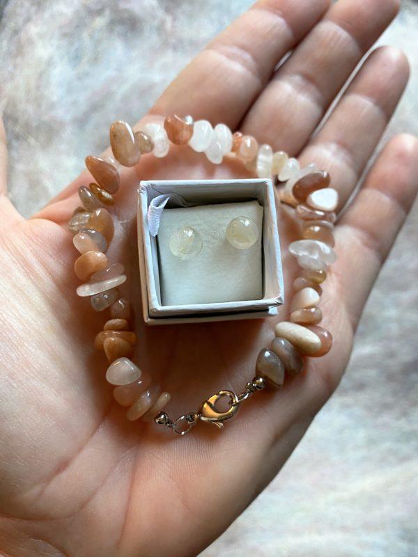 Set: Edelsteinarmband roter Mondstein mit passenden Ohrsteckern - Frauenpower und Intuition 4 SanjaNatur