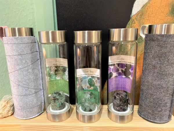 Edelsteinwasser TO GO VitaJuwel ViA mit unterschiedlichen Trommelsteinmischungen 1 SanjaNatur