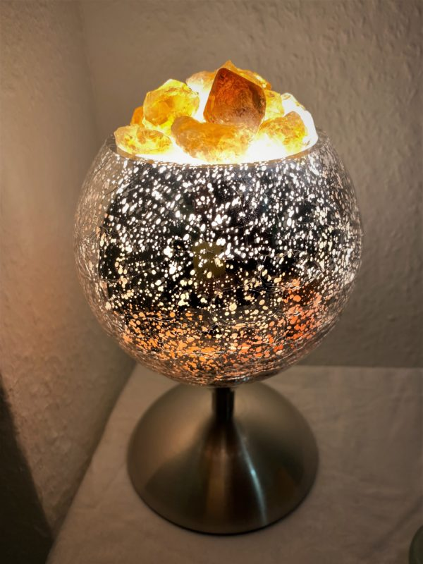 Heilstein Lampe 003 - silber spiegelnd mit Citrin, Bergkristall und Salzkristall 1 SanjaNatur