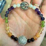 Armband Blume des Lebens, Om-Symbol, Chakraperlen - alle Farben 8 SanjaNatur