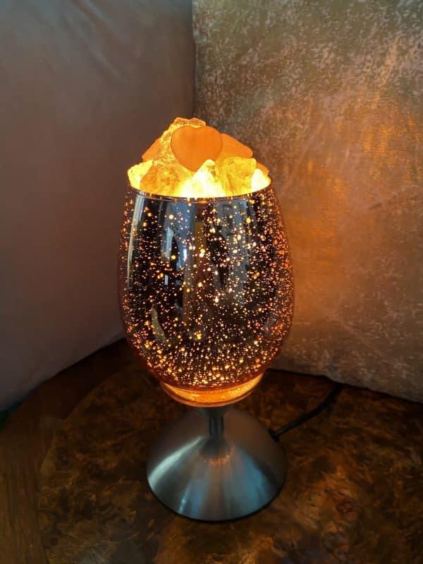 Heilstein Lampe 001 - hellrosa spiegelnd mit Rosenquarz, Bergkristall und Salzkristall 1 SanjaNatur