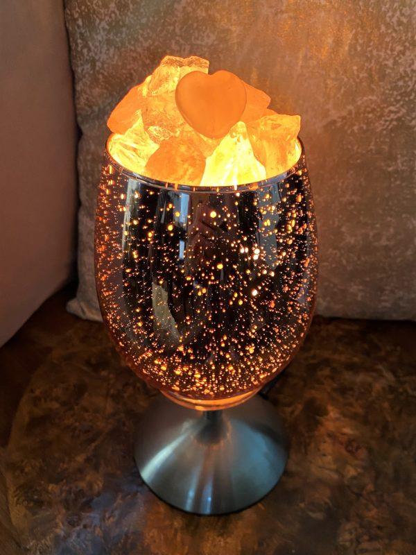 Heilstein Lampe 001 - hellrosa spiegelnd mit Rosenquarz, Bergkristall und Salzkristall 2 SanjaNatur
