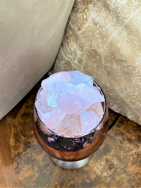 Heilstein Lampe 001 - hellrosa spiegelnd mit Rosenquarz, Bergkristall und Salzkristall 6 SanjaNatur